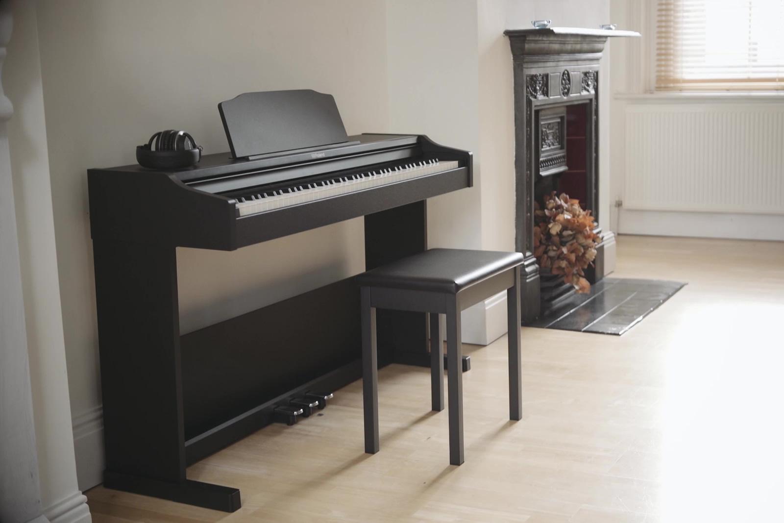 piano-dien-roland-RP-102-BK-1